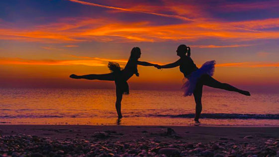 Camilla e Rebecca all'alba per DanzaTrevi